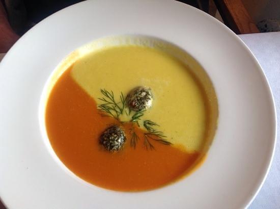 Bistro 7: paprika cremesuppe med fin smag og dejlig varm eftersmag. Anretningen taler for sig selv.