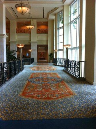 Tampa Marriott Waterside Hotel & Marina: second floor walk