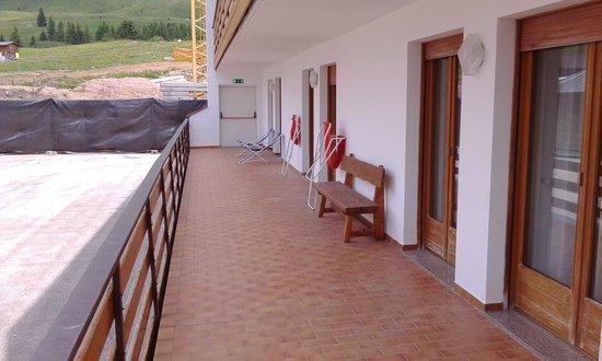 Hotel Arnika Wellness: Terrazzo unico senza divisori