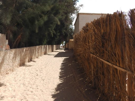 Hotel & Club Lella Meriam : Caminho para a praia