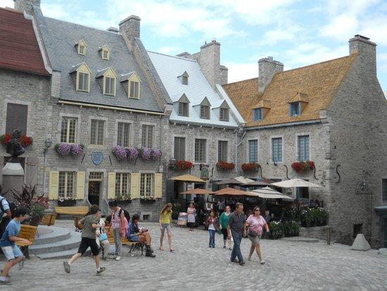Hotel Le Priori: Petit Champlain square
