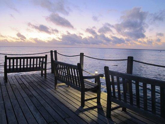 Hilton Moorea Lagoon Resort & Spa : Veranda con puestas de sol preciosas