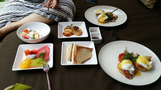 Seminyak Icon: Fantastic selection of breakfast served daily! Brekkie in our cabana, how convenient!