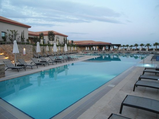 Apollonion Resort & Spa: Pool at night