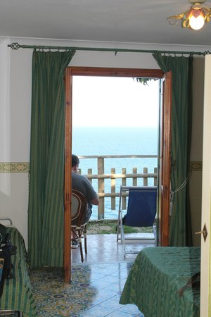 Hotel Torre Saracena: Looking out from the room