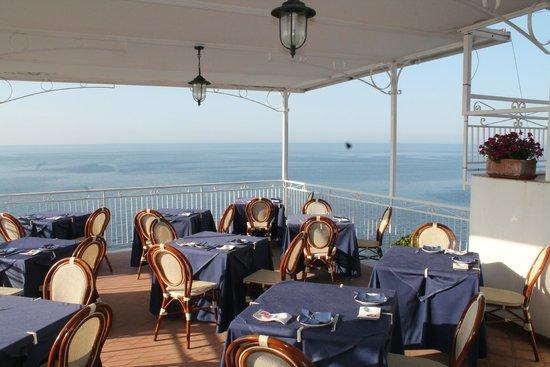 Hotel Torre Saracena : Open air breakfast