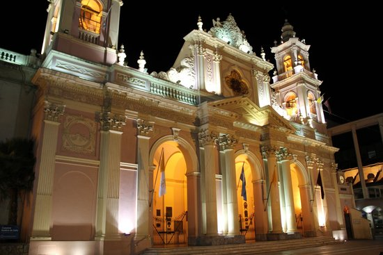 Hotel Salta: Catedral cruzando la plaza