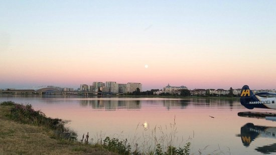 Flying Beaver Bar & Grill : View of sunset and moon