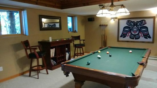 Tranquility Bay Waterfront Inn: pool table