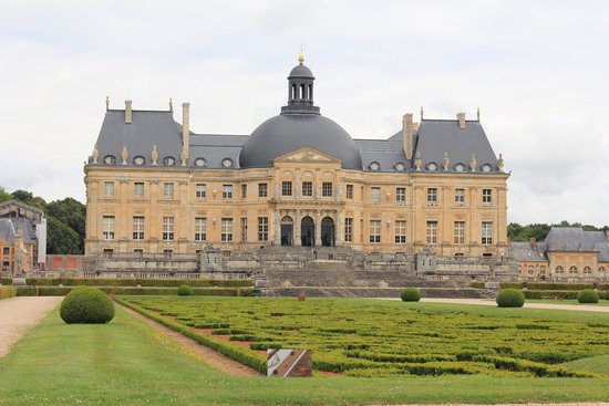 Château de Vaux-le-Vicomte : House from gardens