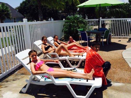 Drifters Resort: Bathing Beauties!