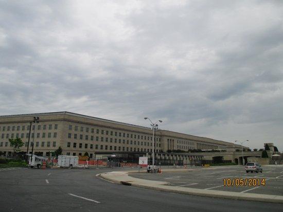 The Pentagon: Le Pentagone