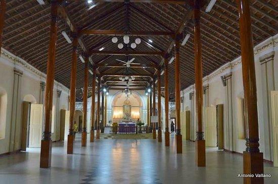 Puttalam, سريلانكا: Interior de la iglesia