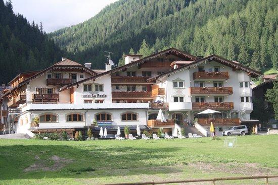 Hotel La Perla Wellness & Beauty: Lato posteriore
