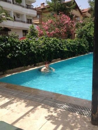 Samoy Hotel : the big pool which is most likely only decent thing in here and that is'nt that great