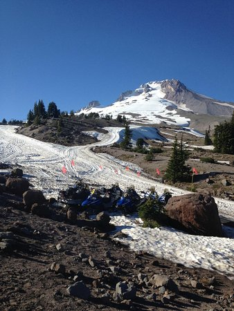 Timberline Lodge: Still skiing in summer