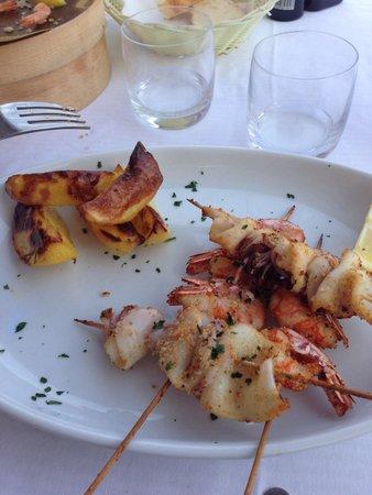 Mi.Ma. Beach 272: Spiedini gamberi e calamari con patate