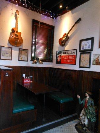 Center Street Smoke House: bar area seatong