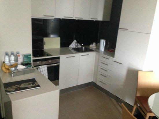 Adina Apartment Hotels CopenHagen : Kitchen