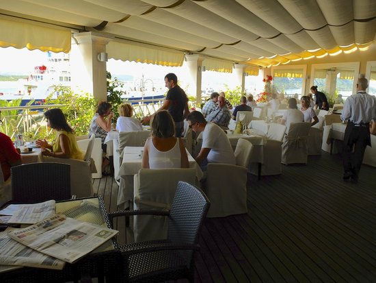 Hotel Excelsior : Al fresco breakfast