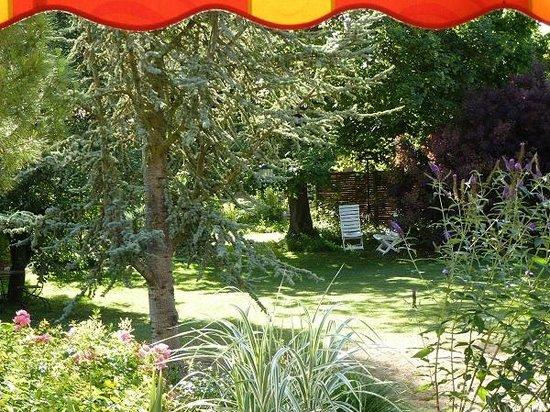 Le Chartil Des Arts : au jardin