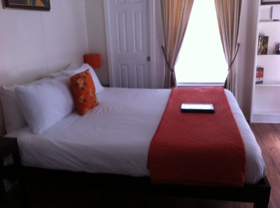 Cypress Creek Cottages: Comfy Bed!