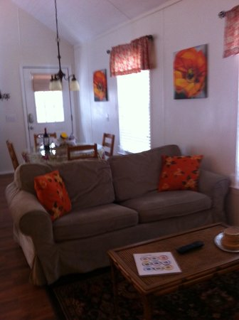 Cypress Creek Cottages: sitting are with dining table behind it