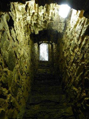 Chateau de Franchimont : op de trap vanuit de kazemat