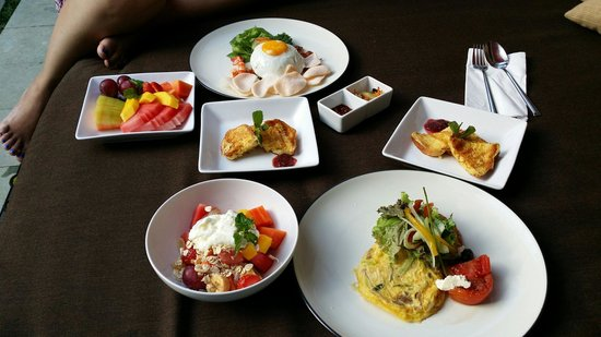 Seminyak Icon: Breakfast selection! We had nasi goreng and vegetable fritata