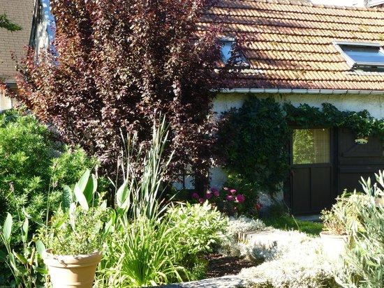 Le Chartil Des Arts : le studio face au jardin