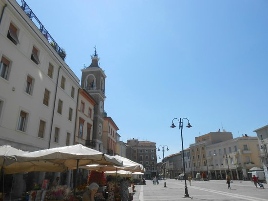 Piazza Tre Martiri: R