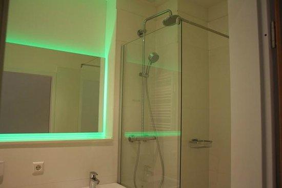 Bedpark Stellingen: Duschbad