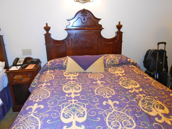 Disney's Port Orleans Resort - French Quarter: Bed