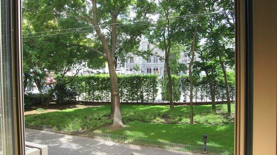 The Guesthouse Vienna: the view of Helmut Zilk Square from our room