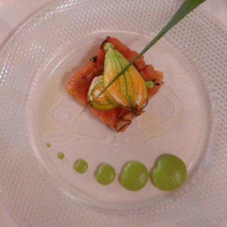 Trattoria Marsupino : Gefüllte Zucchineblüte auf Tomatenconcassee