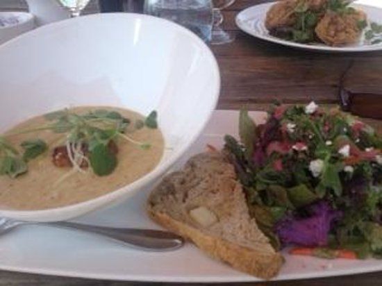 The Willow On Wascana: Soup & Salad