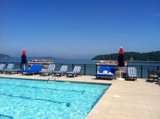 Harborside Hotel & Marina : a pool with a view