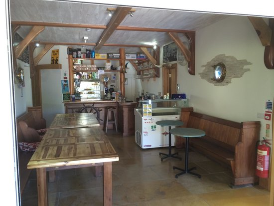 Baggy Surf Lodge &Cafe: The Cafe