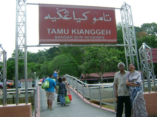 Kg Kianggeh Open Air Market: At the main entrance to Tamu Kianggeh