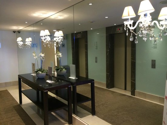 Radisson Blu Astrid Hotel, Antwerp: Lobby elevator area