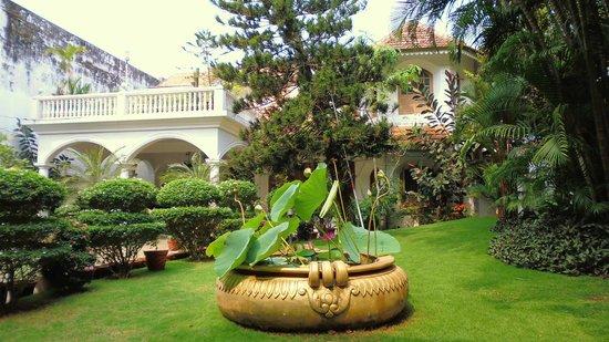 Ann's Residency : The Gardens 1