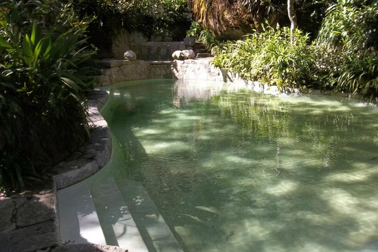 Inkaterra Machu Picchu Pueblo Hotel: pool and jacuzzis