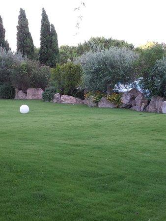 Garden & Villas Resort: giardino