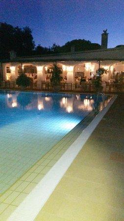 Garden & Villas Resort: sala ristorante