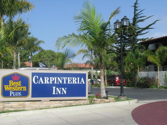 Best Western Plus Carpinteria Inn: Identificação na frente do hotel