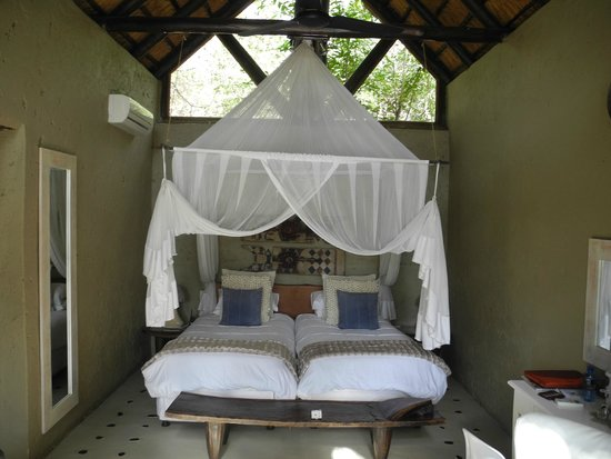 Pondoro Game Lodge: Our beds