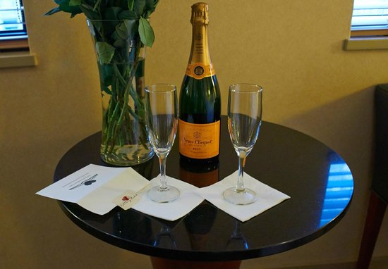 Library Hotel by Library Hotel Collection: Champagne for newlyweds