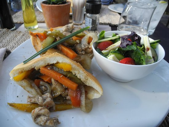 Pondoro Game Lodge: The best chicken pita I ever had!