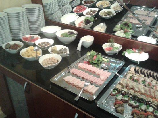Airport Hotel Okecie: śniadanie w restauracji hotelowej