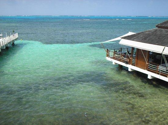 Decameron Boutique Los Delfines: Vista para o restaurante